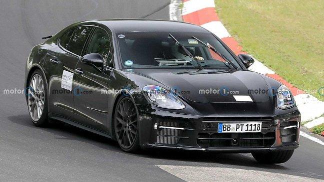 В России на 200-720 тыс. рублей подорожали спорткары Porsche Panamera и Taycan