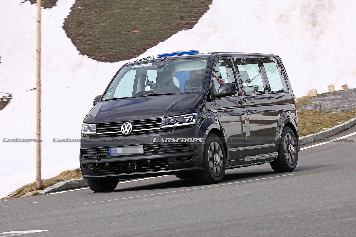 Фотошпионы впервые засняли интерьер VW ID Buzz во время тестирования в Альпах