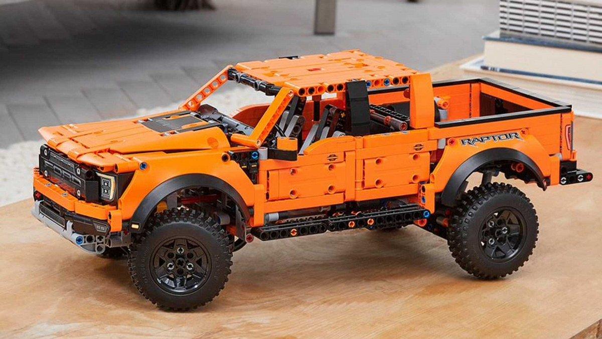 Пикап Ford F-150 Lego Technic Kit состоит из 1379 деталей нового набора Lego
