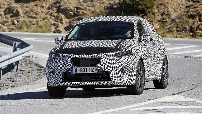 Журналистам попался обновленный кроссовер Renault Captur